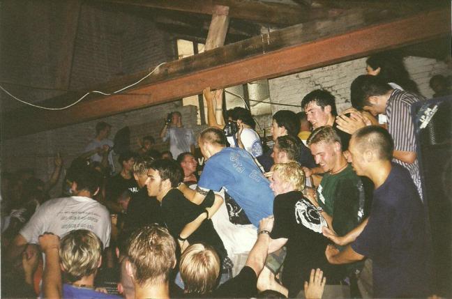 97-08-crowd-shot1